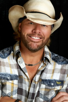 062113-harley-davidson-110th-anniversary-toby-keith