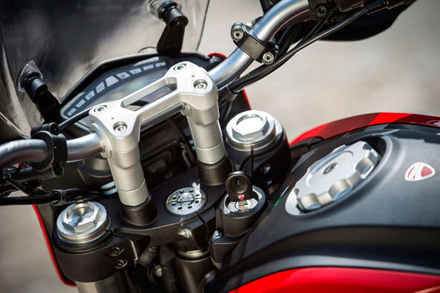 2013 Ducati Hyperstrada Handlebar and Tank