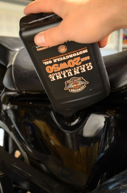 Harley-Davidson Oil Change 012