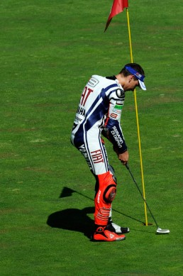 It's been a while since we've seen one of Jorge Lorenzo's choreographed victory celebrations. Remember his putting in Brno in 2010?