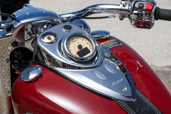2014-indian-chief-Classic-Dashboard-and-Tank