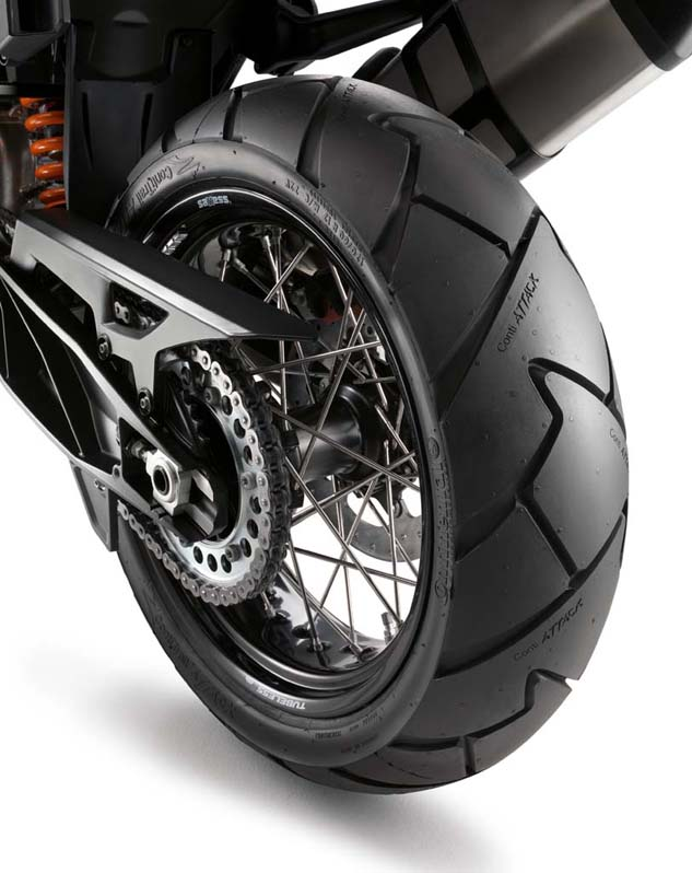 The Adventure comes equipped with ContiTrailAttack 2 tubeless tires. KTM's patented wire spoke rims are conventional in configuration without a cross-spoke pattern or additional material. A Tire Pressure Monitoring System comes standard.