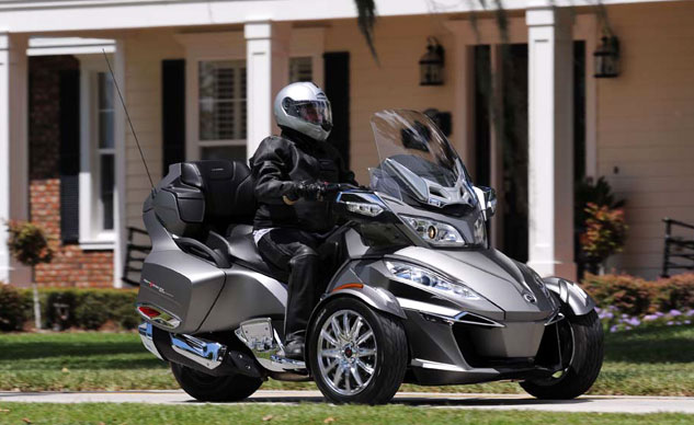 091613-2014-can-am-Spyder-RT-f