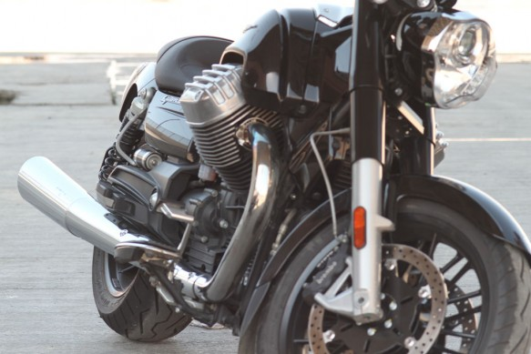 Moto Guzzi California 1400 Touring Front End