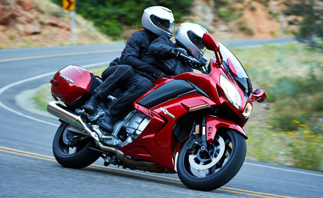 2014-Yamaha-FJR1300ES-Action-01