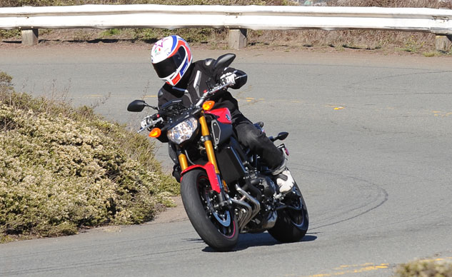 2014 Yamaha FZ-09 Action