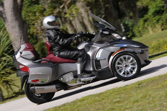 2014-can-am-Spyder-RT_A