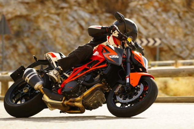 The 1290 Super Duke R is a serious naked bike weapon, but the Beast is easily tamed as long as the electronics are kept turned on. Switching off ABS and MTC unchains the beast.