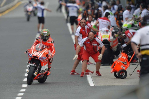 Nicky Hayden and Ducati perform the mandatory pit stop instituted by Dorna for the 2013 Phillip Island race.