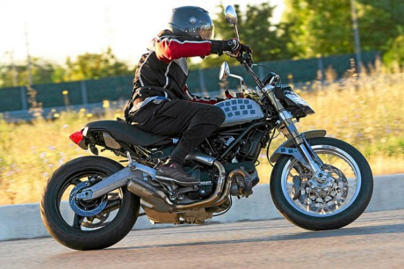 102913-2015-ducati-scrambler-spy-photo