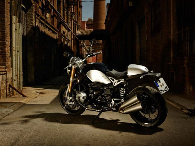 Although the nineT was designed with customizing in mind, it looks pretty dang sweet with just an accessory tail cover differentiating it from stock.