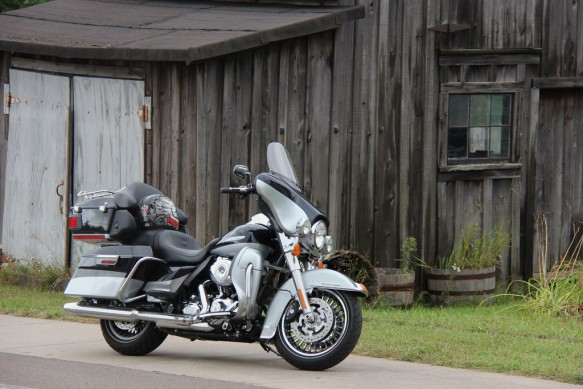 Harley-Davidson-Electra-Glide-Limited-Ontario-Roads