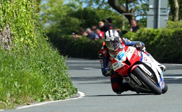 112513-michael-dunlop-isle-of-man-tt-supersport-2013