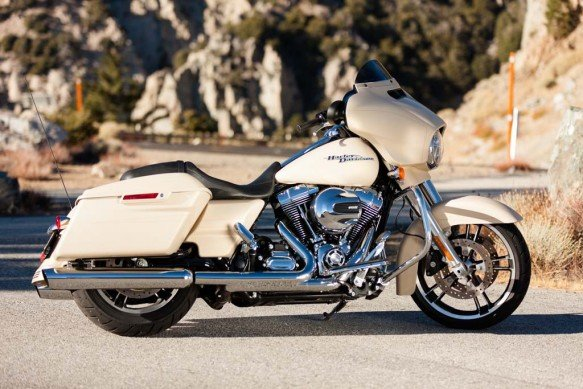 2014-Harley-Davidson-Street-Glide-Special-right-IMG_0469-3