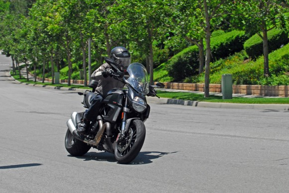 2013-Ducati-Diavel-Strada-Action-01