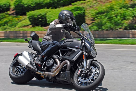 2013-Ducati-Diavel-Strada-Action-04