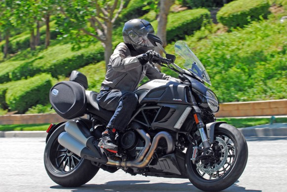 2013-Ducati-Diavel-Strada-Action-08