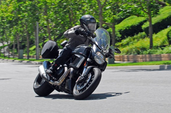 2013-Ducati-Diavel-Strada-Action-12