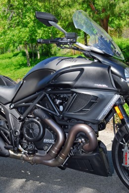 2013-Ducati-Diavel-Strada-Engine