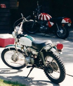The bike I ended up with, a vintage Yamaha DT125 enduro, had certainly seen better days but it wasn't a total piece of junk either.  Despite its advanced age and the scars of perhaps a half-dozen previous owners, the little Yamaha had an engine that just would not quit.