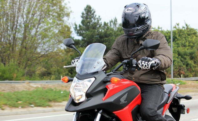 The riding position is comfortably upright, giving the pilot a good position for viewing the road ahead. The adjustable windshield offers decent protection.
