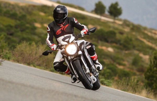 2014-MV-Agusta-Brutale-800-Dragster-Action-Lean