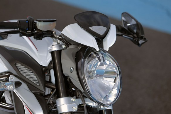2014-MV-Agusta-Brutale-800-Dragster-Headlight