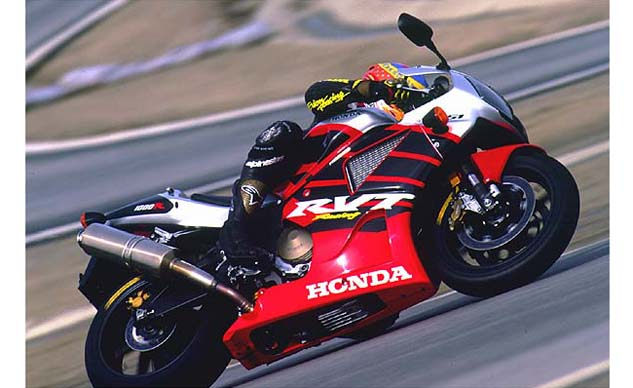 2000 Honda RC51 action