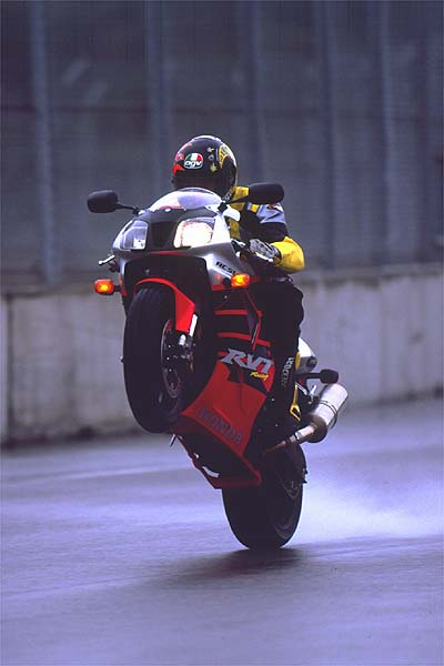 2000 Honda RC51 wheelie