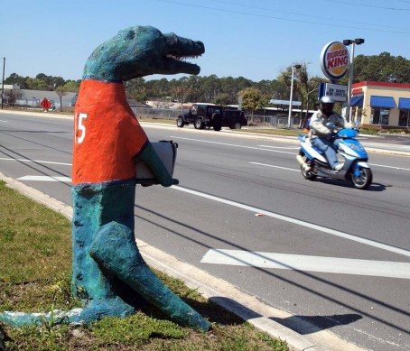 031414-VIC – gator sign scooter