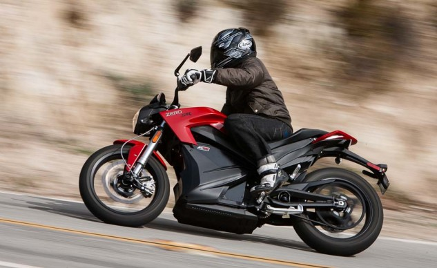 The Zero SR handles a curvy road fairly well. However, a better shock, stickier tires and a pair of rearsets would really transform the SR's cornering abilities.