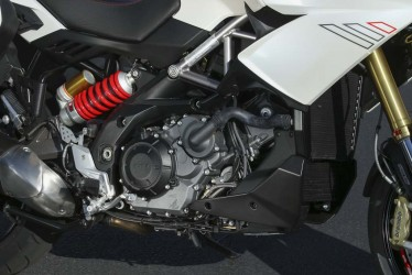 The 1197cc V-Twin at the heart of the Caponord delivers its power smoothly. Aprilia says it makes 125 hp. Published reports suggest it puts about 107 hp to the wheel.