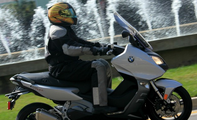 With the windshield in its highest position only taller riders can