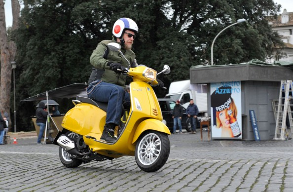 2014-Vespa-Sprint-125-Action-02