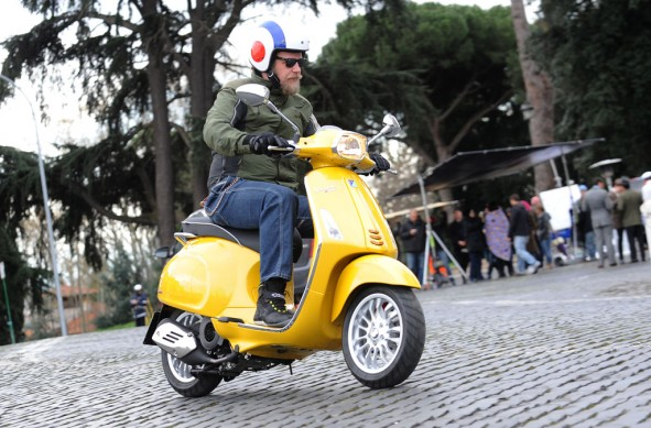 2014-Vespa-Sprint-125-Action-04