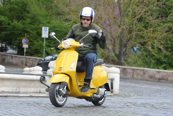 2014-Vespa-Sprint-125-Action-05