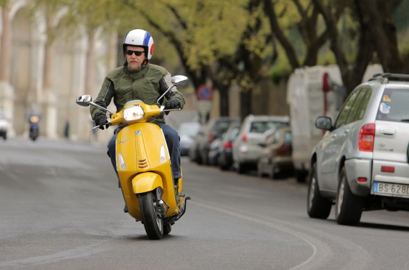 2014-Vespa-Sprint-125-Action-06