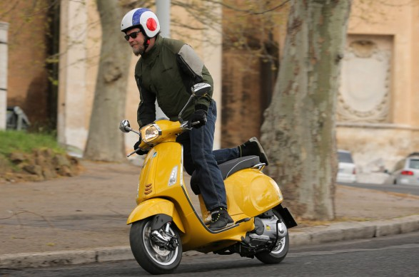 2014 Vespa Sprint 125 Action Standing