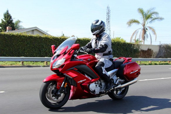 2014 Yamaha FJR1300ES Action Left
