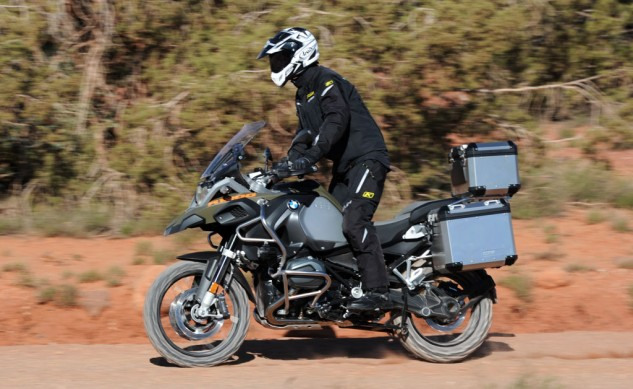 040814-2014_BMW_R1200GS-Adventure_off-road-left
