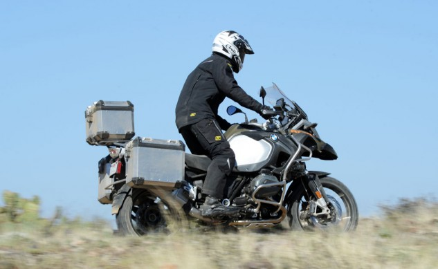 040814-2014_BMW_R1200GS-Adventure_off-road-right-2