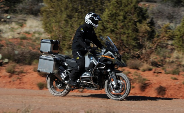 040814-2014_BMW_R1200GS-Adventure_off-road-right