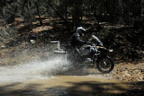 040814-2014_BMW_R1200GS-Adventure_splash-2