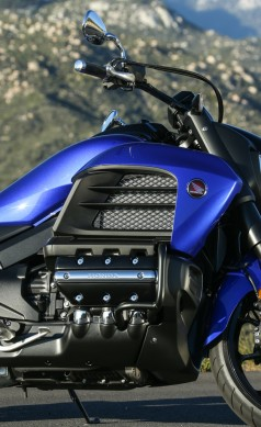 041014-2014-honda-valkyrie-gold-wing-f6c-KWP_8955