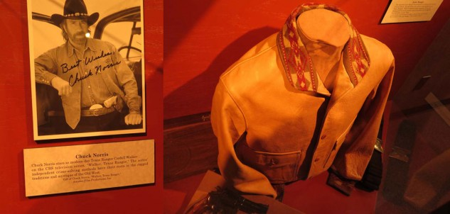 041514-texas-tour-Chuck-norris-photo-and-jacket
