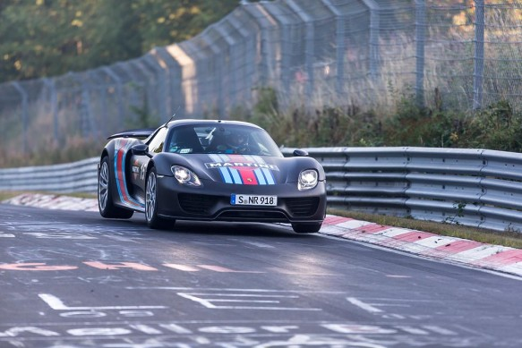 Porsche-918-Spyder-nurburgring-record-getting-air