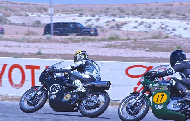 Kenny Cummings, BSA Gold Star, closes on the Matchless of Helmi Niederer in 500 Premier.