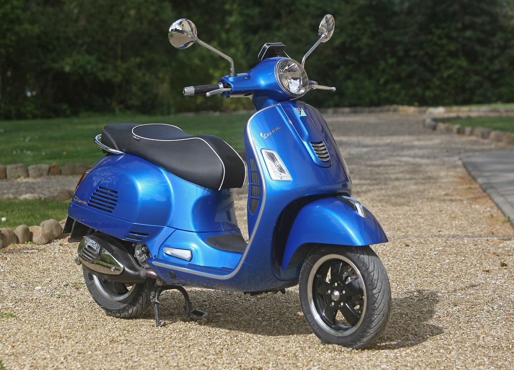 2015 vespa gts 300 super abs review first ride. Black Bedroom Furniture Sets. Home Design Ideas