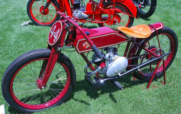 Owner Vincent Schardt presented a 1948 James, powered by a Villiers engine with distinctive respiration system.