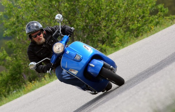 2014-Vespa-GTS300-Super-ABS-Action-05
